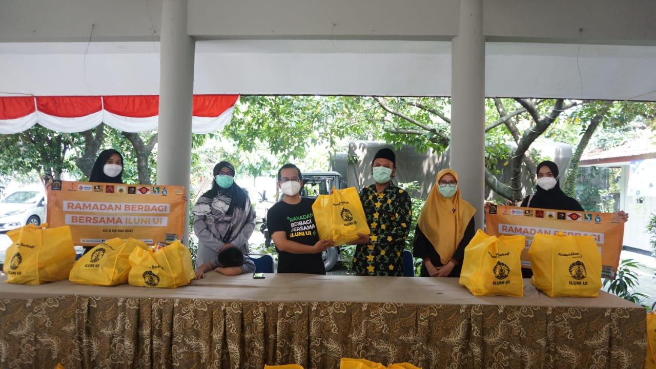 Press Release: ILUNI UI Bagikan 1.700 Paket Sembako Bagi Masyarakat Depok dan Pegawai UI