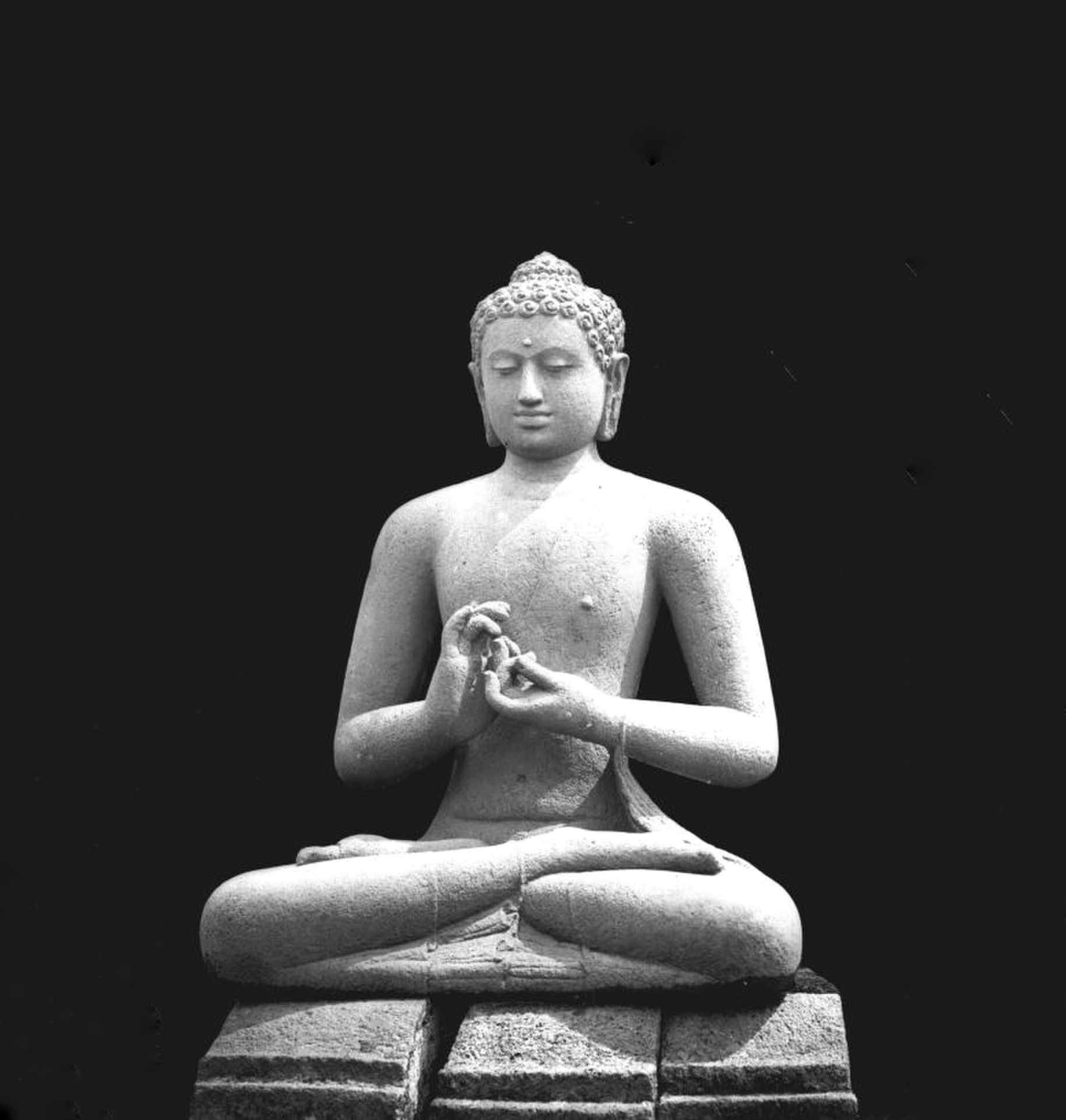 Tinjauan Kritis di Balik Patung Buddha yang Artsy: Seni atau Apropriasi?